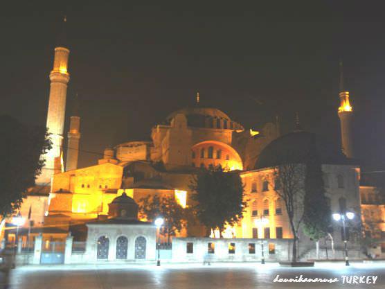 イスタンブール夜アヤソフィア