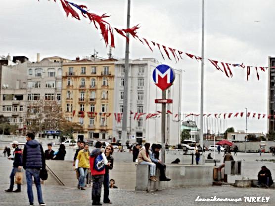 タクシム広場メトロ