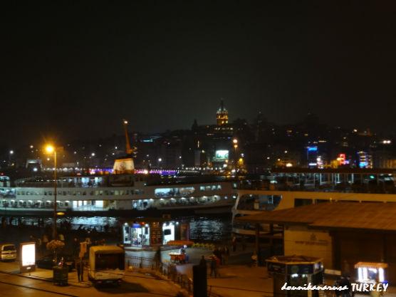 トルコ夜ガラタ橋付近